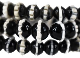 Dog Tooth Black Ruffle Trade Beads Africa 31 Inch