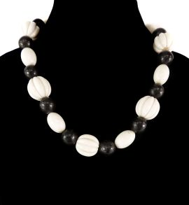 Necklace Black White Beads